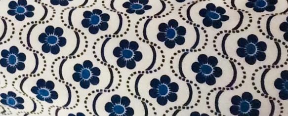 Neuerworbenes Hemd mit floralem Muster